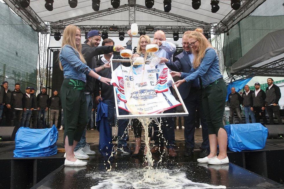 Na Dni Starobrna byl představen a pokřtěn nový dres Komety Brno.