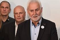 Lídr vítězného ANO ve volbách na jižní Moravě a budoucí hejtman Bohumil Šimek (v popředí).