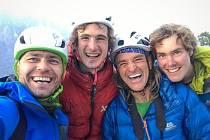 Brněnský sportovní lezec Adam Ondra (druhý zleva) se svým týmem.
