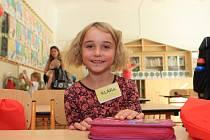 První školní den si ve čtvrtek užila i šestiletá Klára Kupsová.