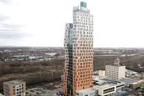 AZ Tower, nejvyšší budova v České republice, se novým nájemníkům otevřela v létě roku 2013, stavět ji začali 20. dubna 2011.