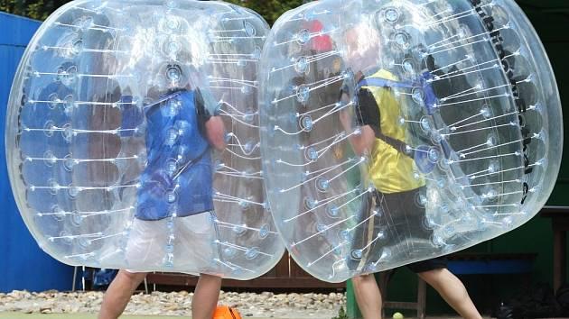 Bublinový fotbal.