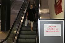 Eskalátory v brněnském obchodním domě Letmo stojí už tři měsíce. Důvodem je jejich havarijní stav.