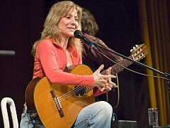 Zpěvačka a kytaristka Lenka Filipová