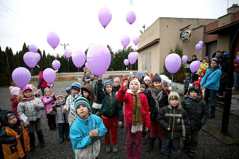 Tisíce balonků po celé republice vyletěly k nebi s vánočním přáním pro Ježíška.