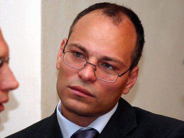 Souzený lékař Havlíček.