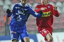 ZMĚNA. Na ligové souboje proti Olomouci v brněnském dresu může František Schneider (vpravo) do jara zapomenout.