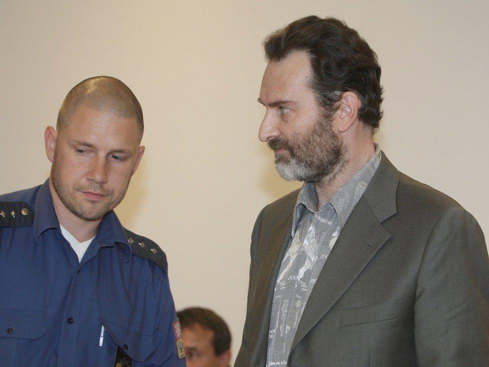 Jednatel slevového portálu Lubomír Herman před Městským soudem v Brně.