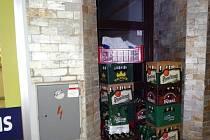 Strážníci dopadli muže, kteří kradli pivo.