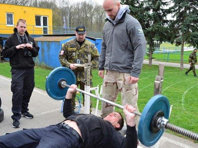 Bronzové místo získali brněnští policisté z oddělení hlídkové služby na letošním čtvrtém ročníků soutěže ozbrojených složek Czech army strongman v Břeclavi.