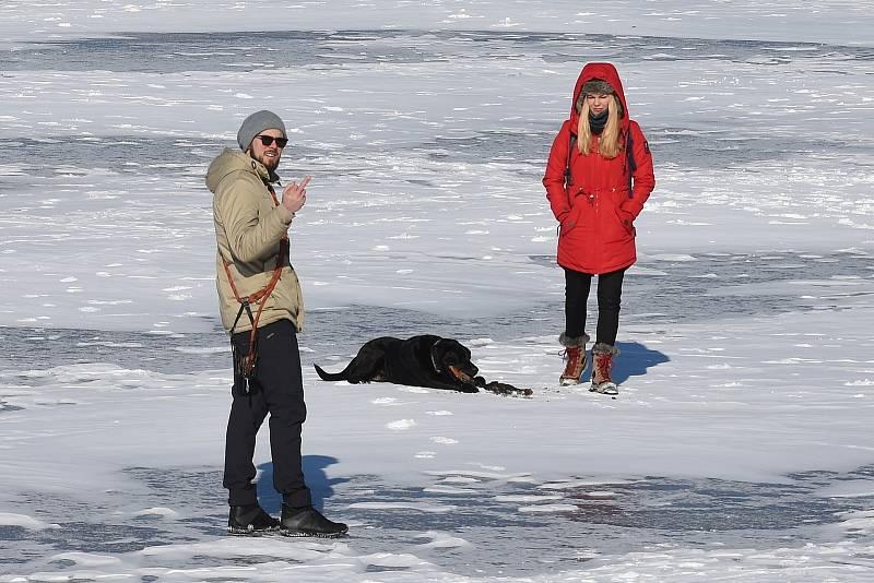 Zimní radovánky na brněnské přehradě