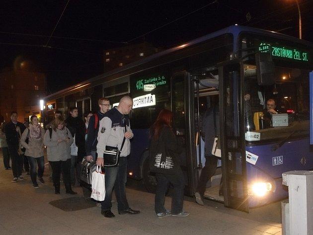 Noční linka vozí lidi až do Zastávky na Brněnsku.