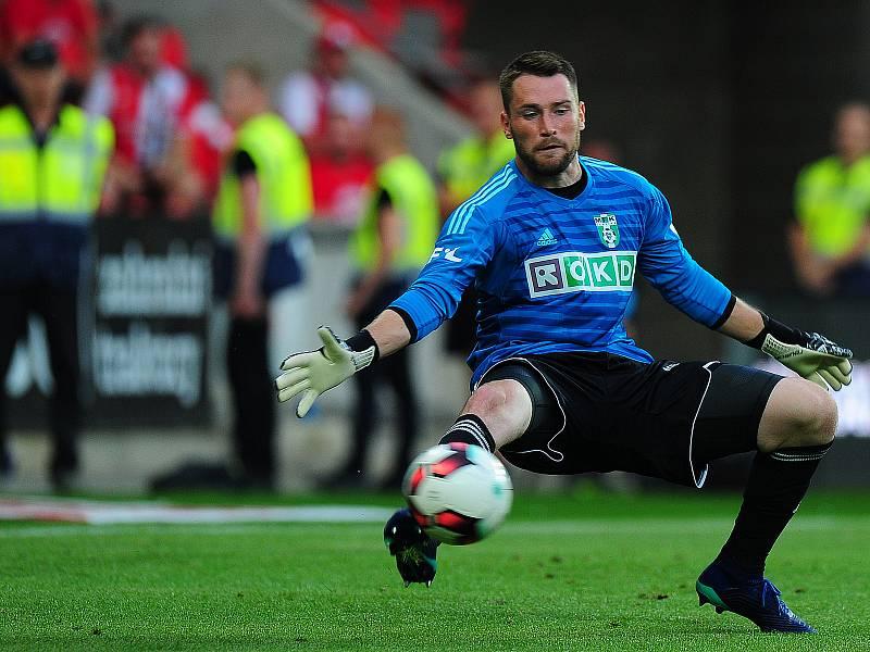 Brankář fotbalové Karviné Martin Berkovec v utkání na Slavii.