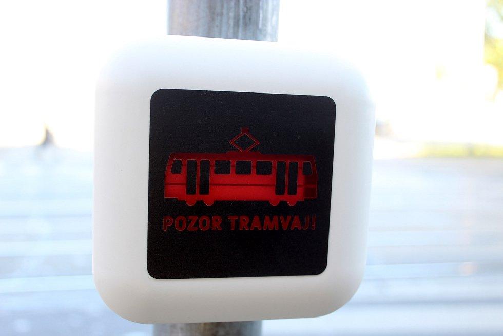 Aplikace Pozor tramvaj! se dočkala nové funkce. Brněnský dopravní podnik nechal nainstalovat přechodový hlásič v Benešově ulici, který upozorňuje chodce na přijíždějící tramvaj.