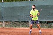 Václav Šafránek na tenisovém kurtu při výcviku.