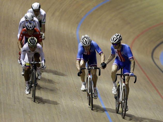 Až královská disciplína na závěr mistrovství světa přinesla českým dráhovým cyklistům medaile.