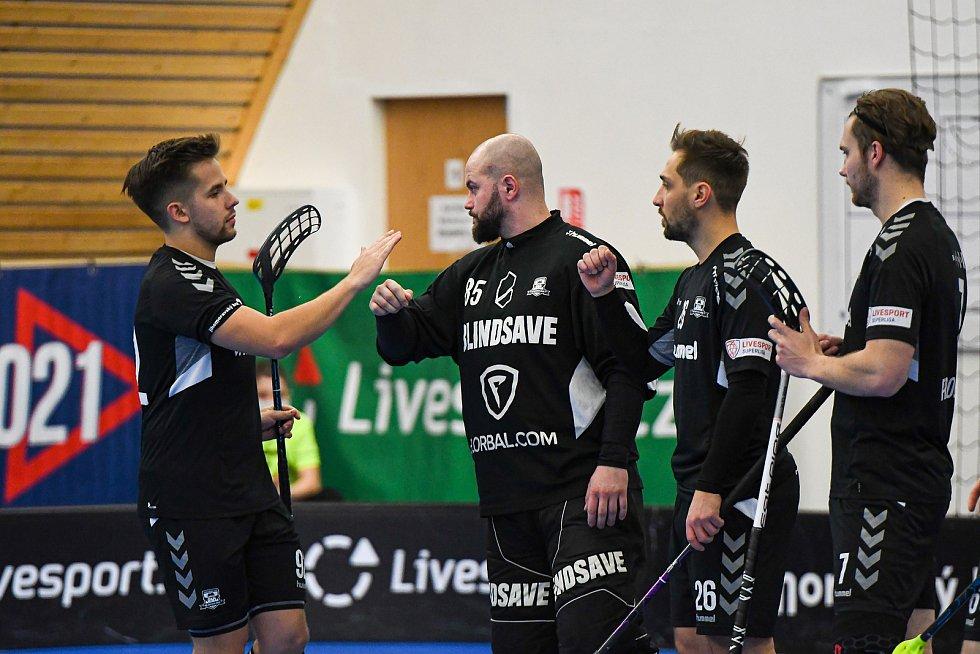 Brněnští florbalisté (v černém) podlehli v nedělním utkání Bohemians těsně 5:6.