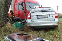 Srážka náklaďáku a dvou aut zablokovala dopravu v Blučině na Brněnsku.