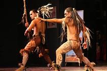 Komponovaný večer v brněnském Divadle Bolka Polívky představil v pondělí místní kulturu, zvyky a obyčeje Velikonočního ostrova zvaného Rapa Nui.