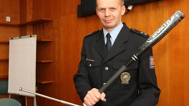 K vydírání osmadvacetiletého podnikatele použili i baseballovou pálku (na snímku mluvčí policistů z Brněnska Bohumil Malášek).