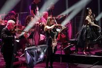 Nový hudebně-multimediální projekt Vivaldianno 2015 skladatele a producenta Michala Dvořáka a houslového virtuosa Jaroslava Svěceného hostilo v pondělní premiéře brněnské Rondo, nyní pojmenované jako DRFG Arena.