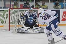 Hokejisté brněnské Komety zvítězili v úvodním utkání Open Air Game na provizorním kluzišti za Lužánkami 5:2. Na extraligové utkání přišla rekordní návštěva 18 514 diváků.