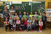 Žáci 1.A ze ZŠ ve Zbýšově s paní učitelkou Marcelou Bartošovou.