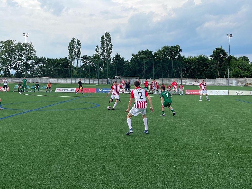 Odveta čtvrtfinále Superligy malého fotbalu mezi Brnem (v červenobílém) a Příbramí.