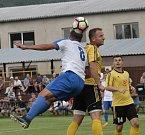 Tišnov (v bílých dresech) v neděli v předkole Mol Cupu porazil Rosice v přestřelce 5:4 po prodloužení.