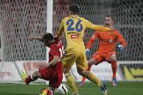 Fotbalisté brněnské Zbrojovky (v červeném) zdolali na domácím hřišti Jihlavu 1:0.