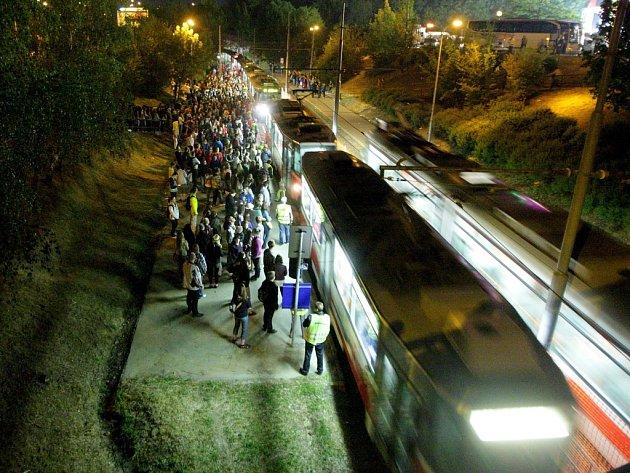 Městské hromadná doprava v Brně zažívá v době ohňostrojů pořádný nápor.