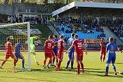 Fotbalisté Zbrojovky se přes defenzivní val Varnsdorfu neprosadili a ze severu Čech odjeli s prohrou 0:2. Foto: Tomáš Secký.