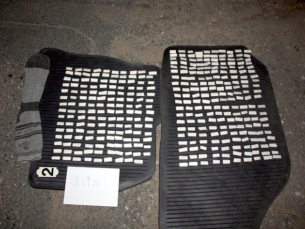 Tři sta padesát takzvaných psaníček plných heroinu zadrželi kriminalisté z brněnského Toxi týmu.