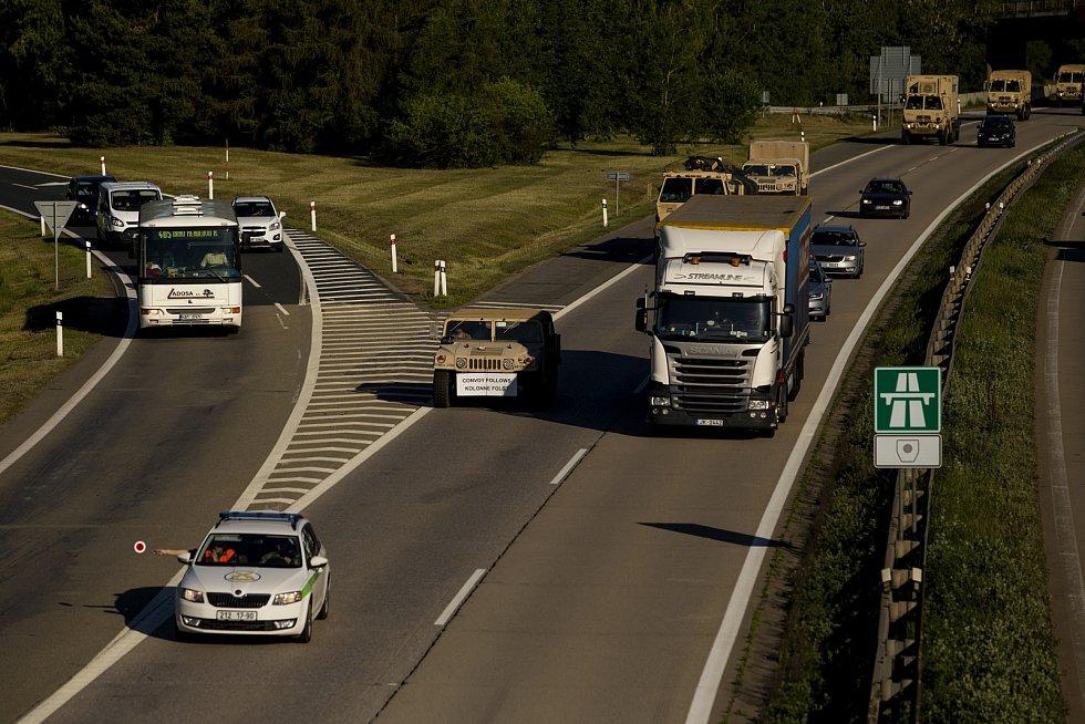 Desítky vozů americký armády projely ve čtvrtek ráno po dálnicích D1 a D2 jižní Moravou. Mířily na cvičení Nobe Jump 2017 a Saber Guardian 2017 na Balkán.