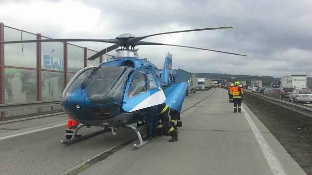 Kamiony a dodávka se srazily na na 178.km dálnice D1 ve směru na Ostravu.