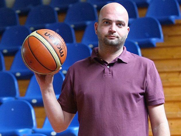 Vedoucí týmu basketbalových Žabin Petr Bažík.