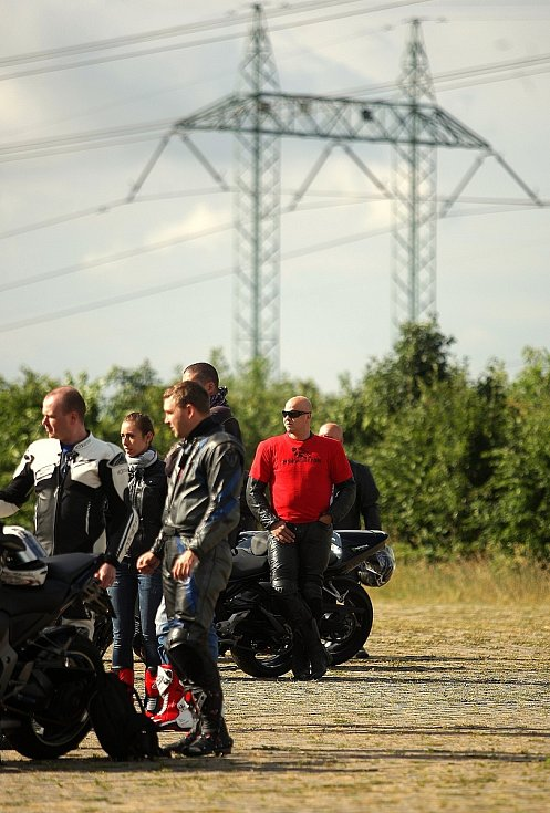 Protestní jízdy na Prahu na podporu brněnské Velké ceny se zúčastnilo několik stovek motorkářů.