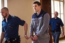 Luděk Dostál u Krajského soudu v Brně. Podle obžaloby měl spolu s Tomášem Tondlem v roce 2014 přepadnout sportovní bar v brněnské Slatině.
