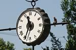 Opravené hodiny v ulici Česká