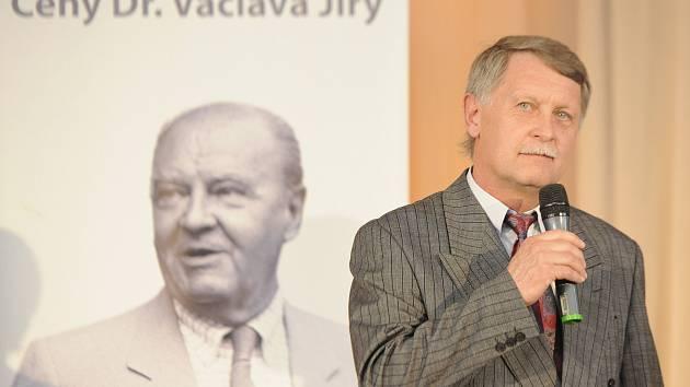 Bývalý reprezentant František Štambacher převzal fotbalovou Cenu Dr. Václava Jíry.