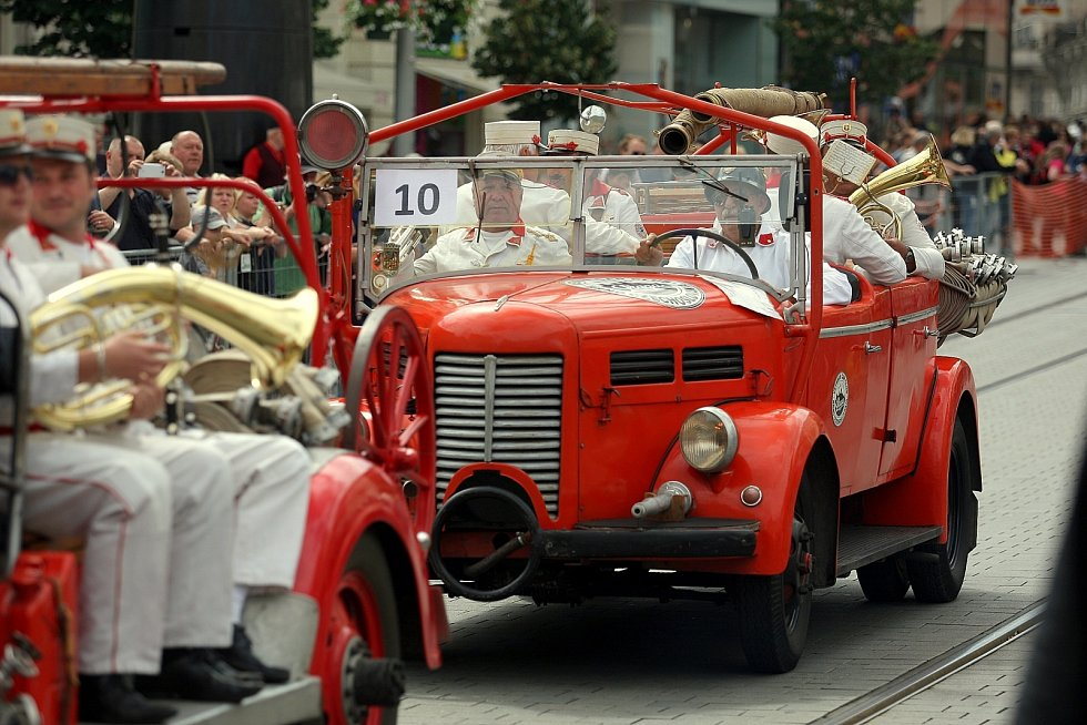 Brněnští profesionální hasiči slavili sto padesát let.