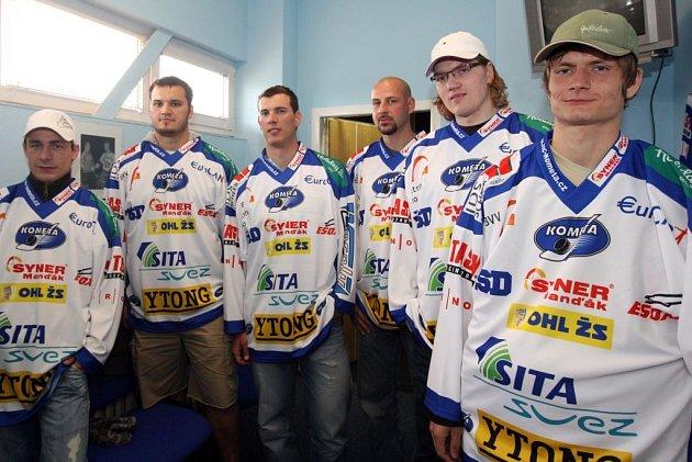 Kometa v pondělí představila šest posil pro příští sezonu. Zleva: Milan Kostourek, František Bakrlík, Petr Haluza, Kamil Brabenec, David Švagrovský a Alexandr Hylák.