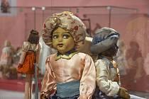 Na výstavě ve šlapanickém muzeu lidé uvidí různé historické panenky.