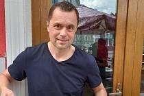 Za pět minut spořídal Jaroslav Němec osmašedesát rumových kuliček.