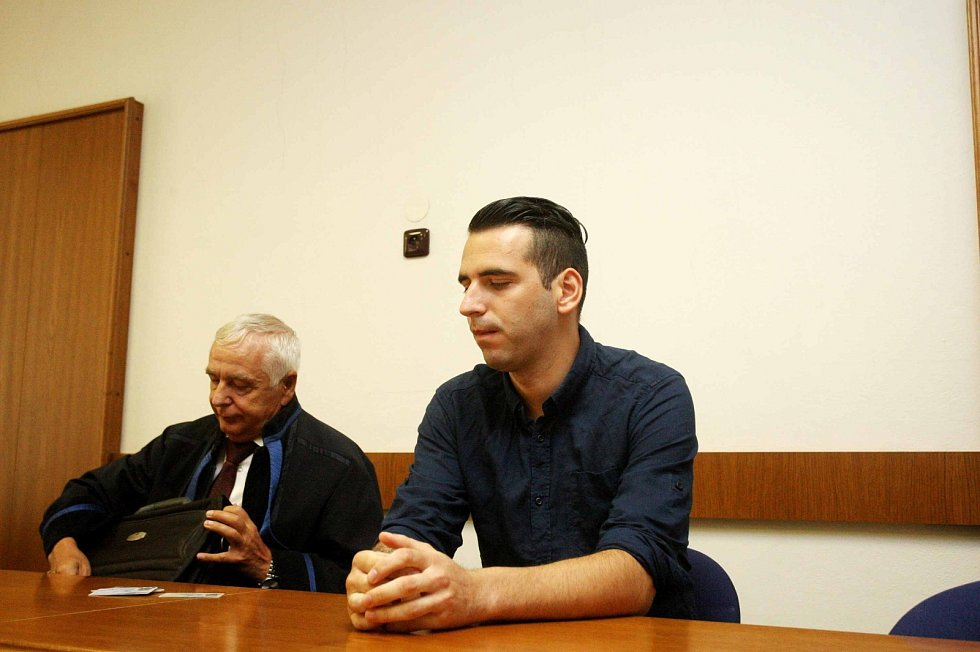 Bývalý fotbalista Mladen Ushev u Krajského soudu v Brně. Obžalovaný dostal deset let vězení, na místě se ale odvolal.