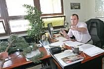 Aktivisté z hnutí Nesehnutí vyjádřili na brněnském magistrátu nesouhlas s pokácením borovic v Líšni.