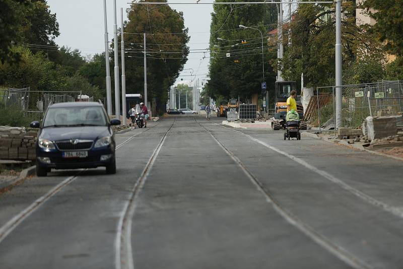 V pondělí 20. září se vrací provoz tramvají do Lesnicé ulice po rekonstrukci sítí i vozovky.
