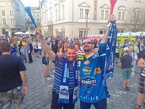 Fanoušci oslavují vítězství Komety.