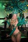 Do brazilského Ria přenesl příchozí ples hotelu International. Krev rozproudily exotické tanečnice, atmosféru zklidnila elegantní zpěvačka Emma Drobná.