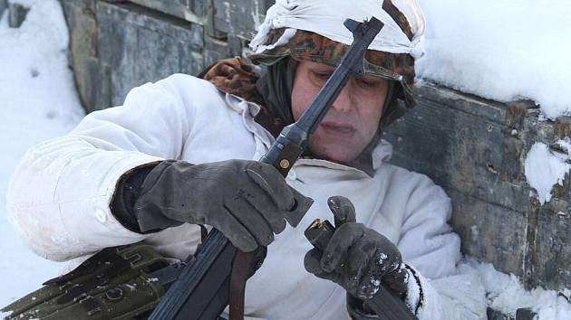 Rekonstrukce bitvy z druhé světové války. Ilustrační foto.